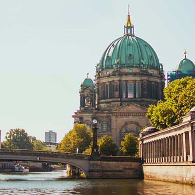 Kfzgutachten Beitragsbild Berlin Mitte mit dem Berliner Dom