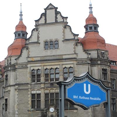 Kfzgutachten Beitragsbild Rathaus Neukölln in Berlin